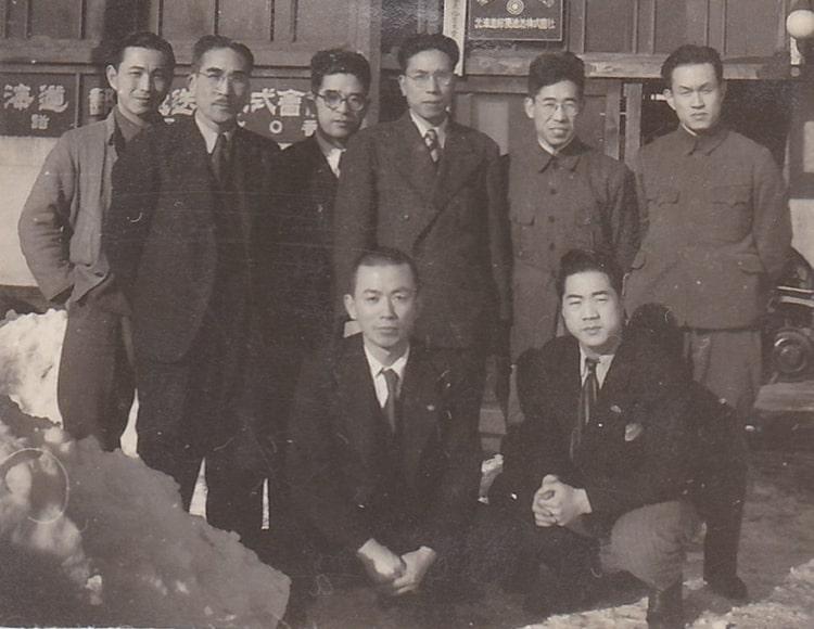 昭和初頭の北海道郵便逓送の職員が写った写真